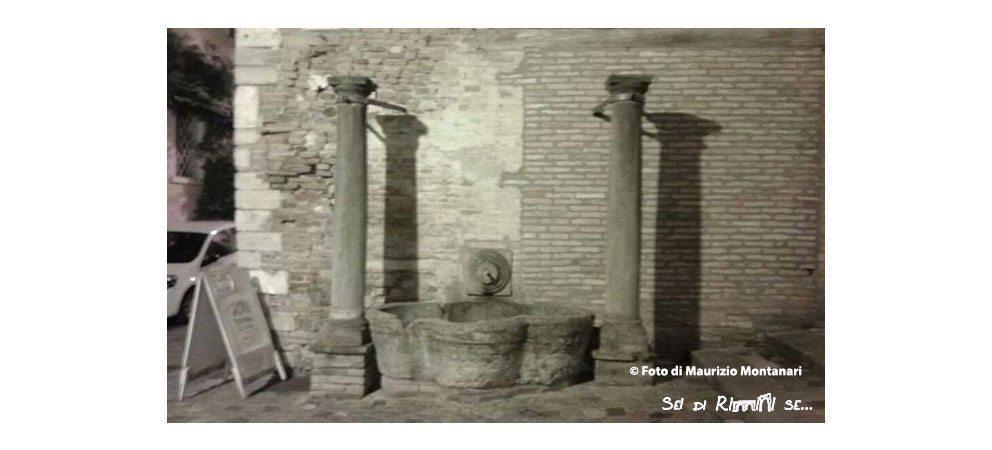 L'antico abbeveratoio in Piazza dé Consoli - Piazza Cavour