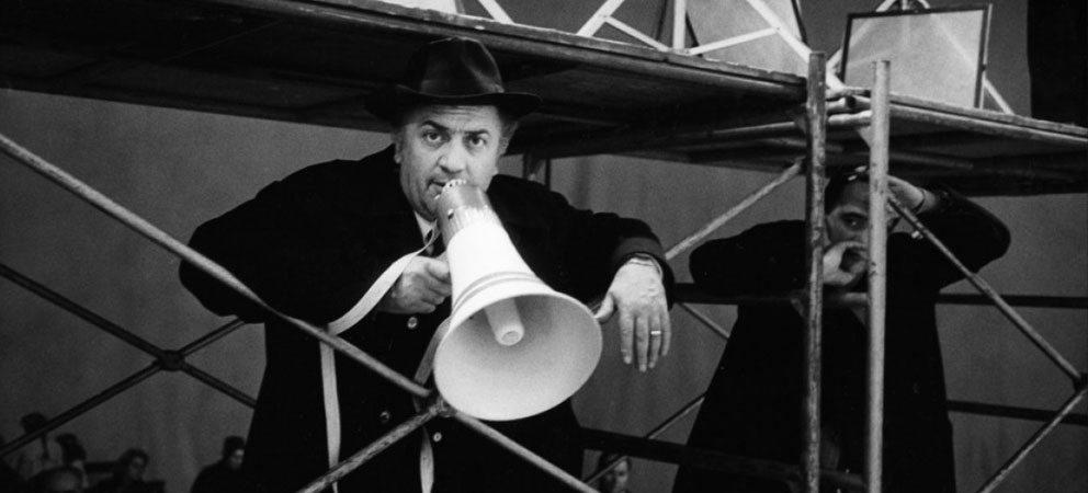 Ciao bella Rimini! Continua a ricordare il grande Federico! È il tuo cantore, lo sai.