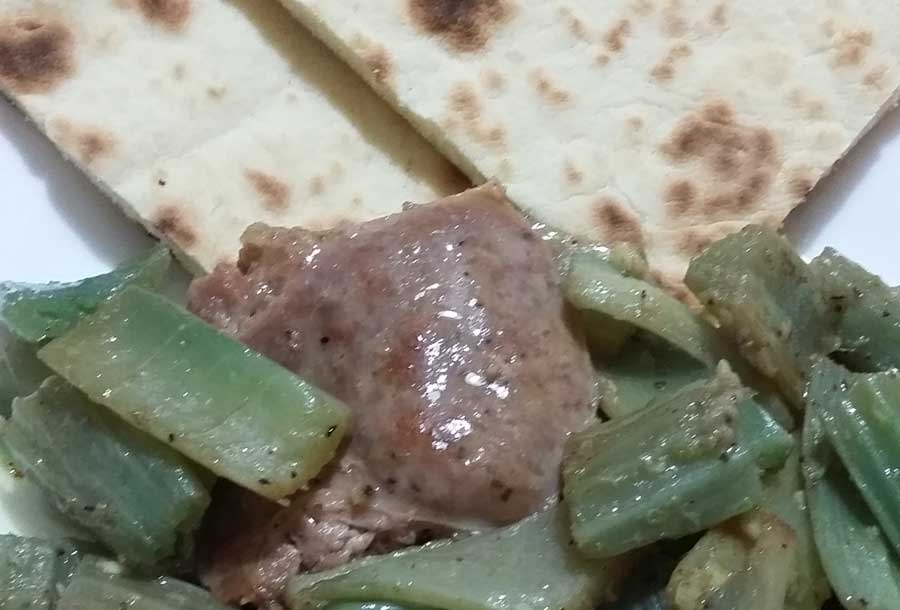 Gobbi (Cardi) con salsiccia e piadina