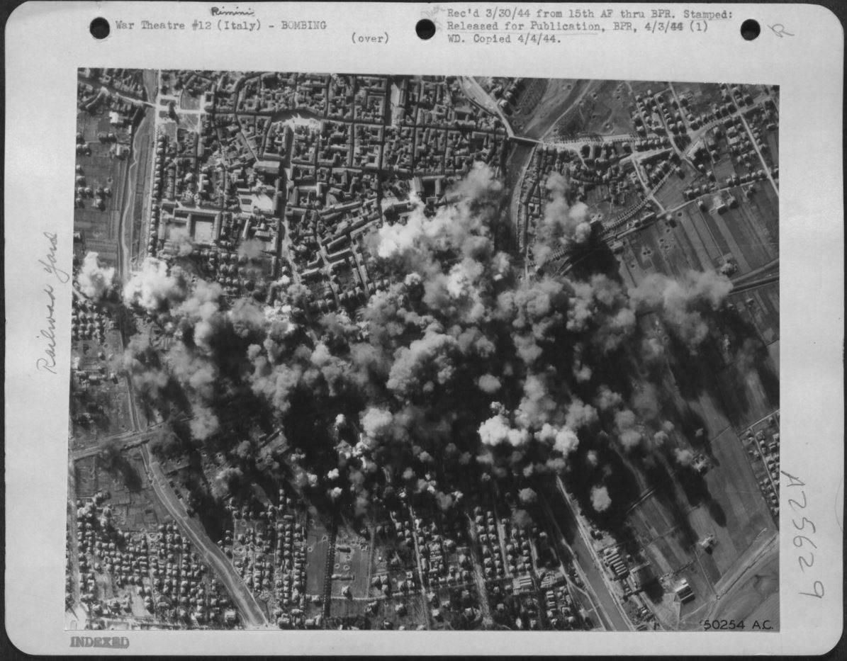 Foto di Rimini, oltre 350 bombardamenti aerei – Edi Eusebi