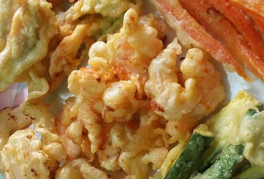 Mazzancolle e verdure varie fritte in pastella