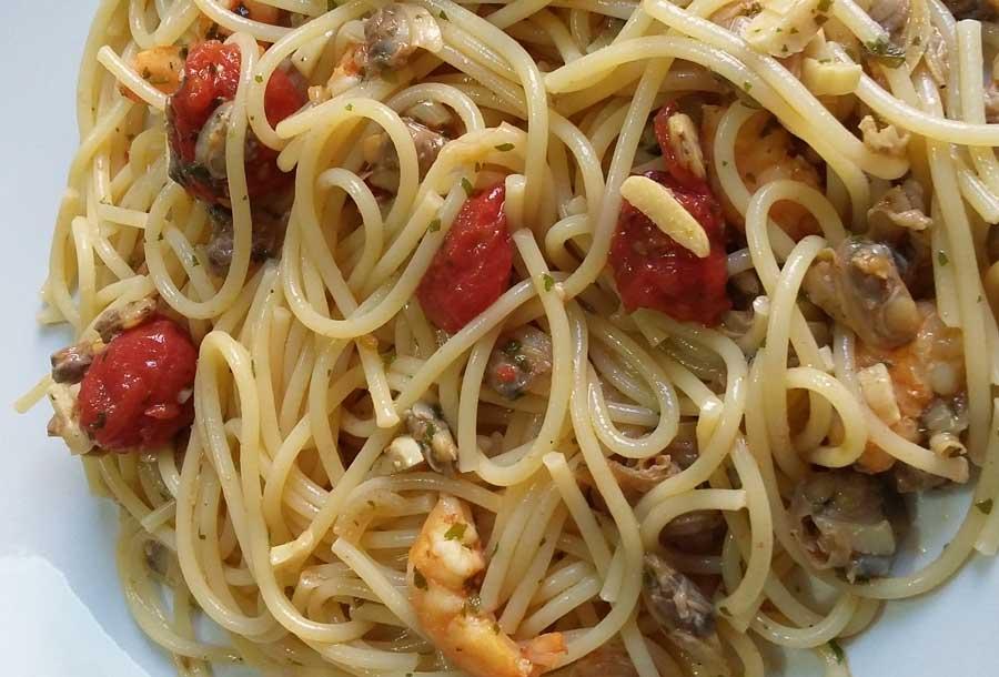 Spaghetti con il sugo di pesce