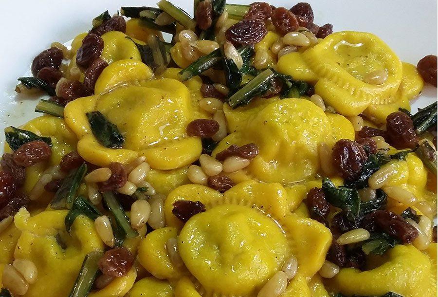 Ravioli di zucchine con uvetta e pinoli