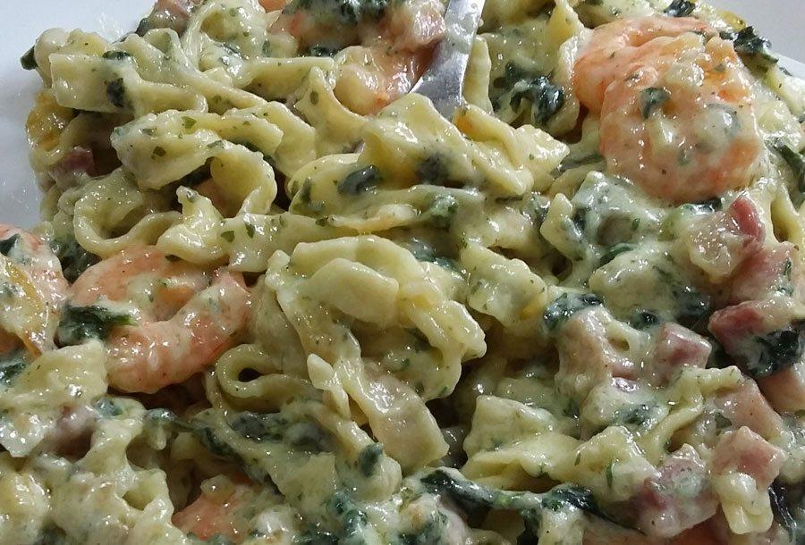 Tagliatelle con spinaci e gamberetti