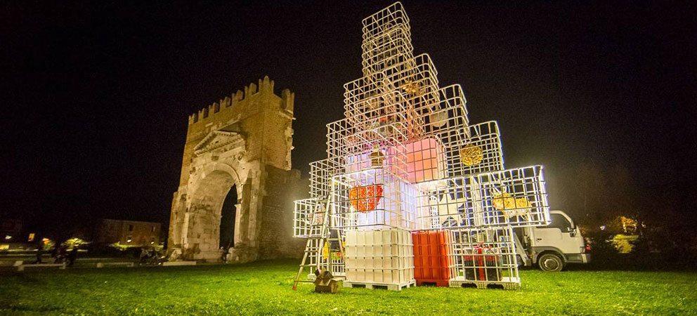L'albero di Natale a Rimini è un connubio di arte e rifiuti