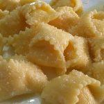 Agnolotti con ripieno liquido di parmigiano