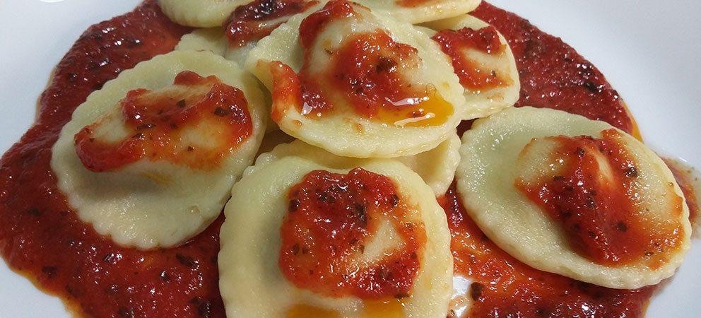 Ravioli ripieni di parmigiana di melanzane
