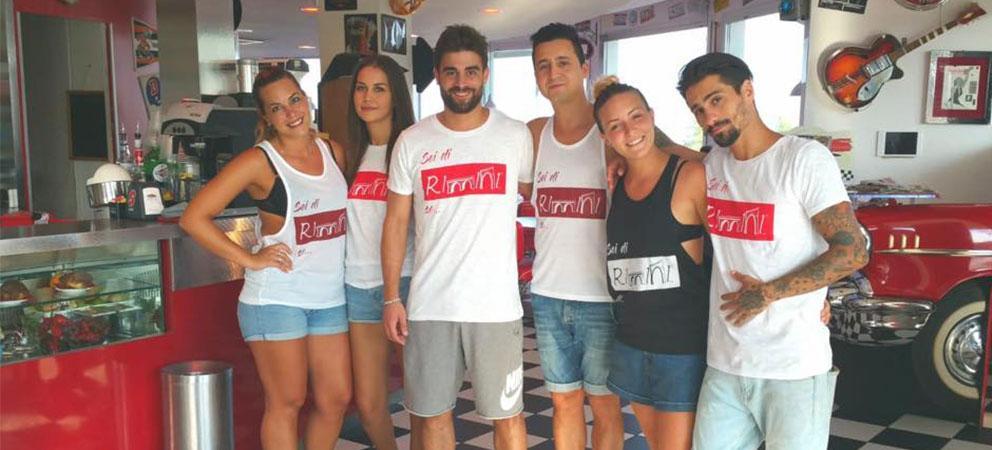 Le magliette di Sei di Rimini Se sono anche all'America Graffiti