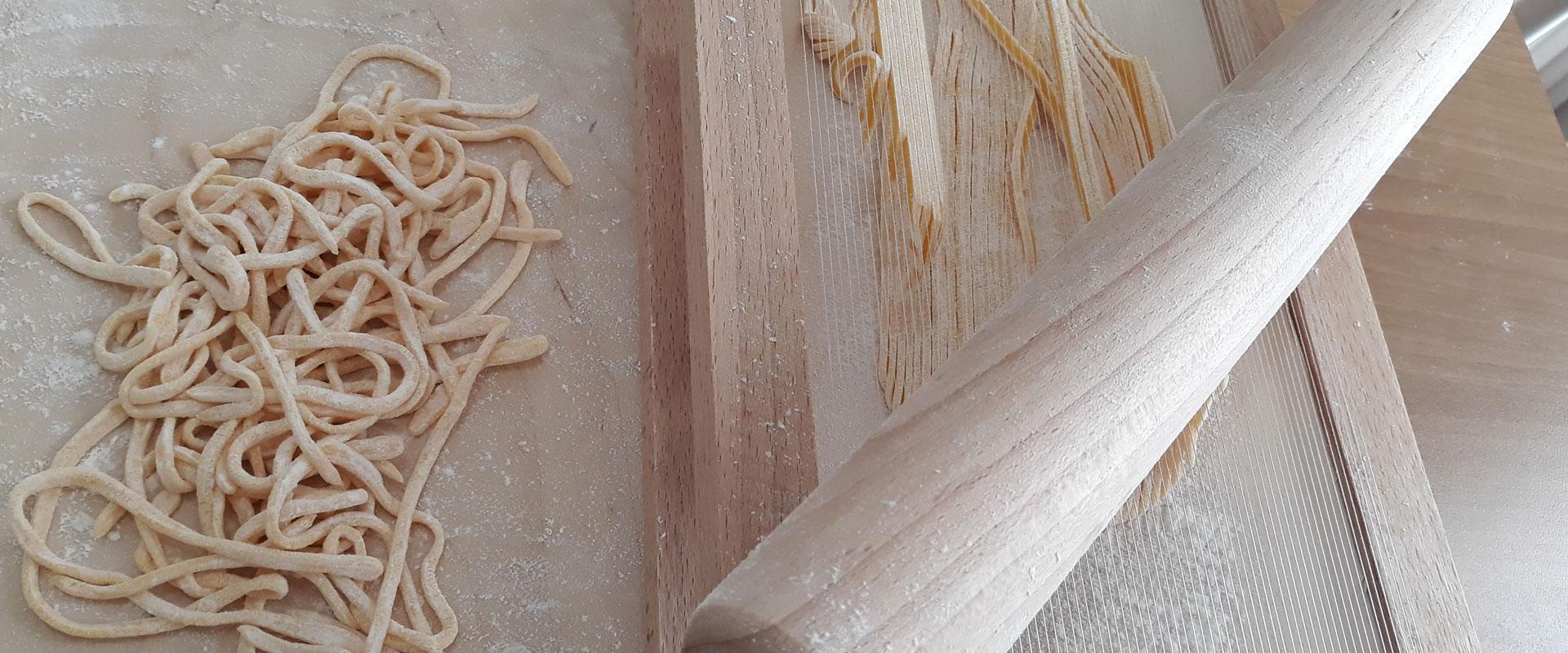 Spaghetti alla chitarra con vongole, zucchine e mazzancolle