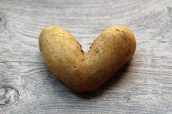 Mezze maniche con crema di patate e salsiccia